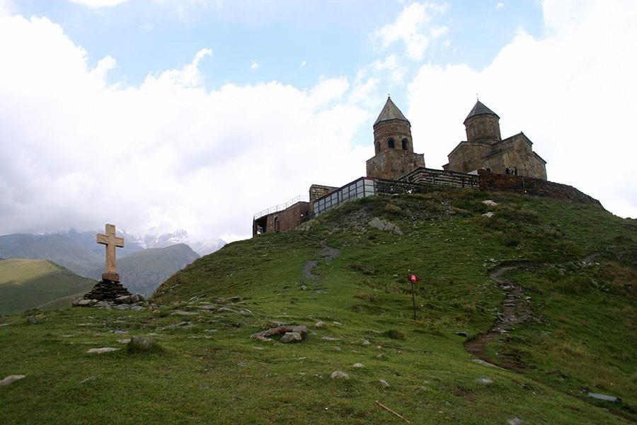 kazbegi manastir